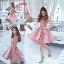 Nueva Llegada 2018 Vintage Pink Vestidos De Cóctel V Cuello Abalorios Crystal Short Prom Dress Mini Vestidos De Fiesta De Graduación árabes