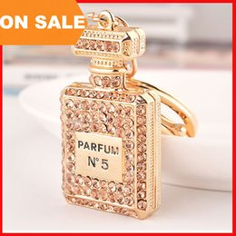 Wholesale Pink Carabiner - luxury crystal N5 perfume bottle keychains women bags pendants key chain key rings fashion statement jewelry Christmas gift 3 colors 240220