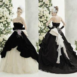 Wholesale Long Gothic Dresses - Abiti Da Sposa Gothic Black White Wedding Dresses 2017 A Line Strapless Long Tulle Bridal Wedding Gowns With Flower Vestidos De Novia