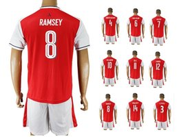 Acheter en ligne Maillots de sport-Customized 8 RAMSEY Soccer Jersey Shirts Football Maillots Hauts Avec Shorts, Uniformes 11 ozil 8 RAMSEY Sports, hommes 10 Wilshere soccer tops d'usure