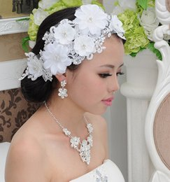 Wholesale Tiara Free Image - 100% Real Image Lace Flower Wedding Crowns 2016 Shining Impearl Crystals Fashion Beaded Bridal Tiaras Hair Accessories Free Shipping ZJ29
