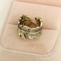 2017 simples bagues ouvertes Vente en gros - New Simple Punk Retro Feather Leaf Ring pour femmes Hommes Antique Golden Silvery Vintage Feuilles Party Finger Opening Ring budget simples bagues ouvertes