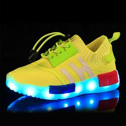 Wholesale Kid Girls Fashion Tops - LED Lighted Children Shoes Top Quality Kids Athletic Shoes Fashion Outdoors Running Shoes Sneakers for Boys & Girls 590-1