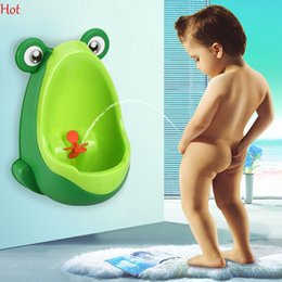 Wholesale Promotion Stand - Kids PP Frog Children Stand Vertical Urinal Wall-Mounted Urine Groove Kids Baby Urinal New Promotion Wall-mounted Training Toilet SV030423