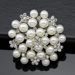 Wholesale Emerald Crystal Glass Beads - 2016 Hot European and American classic corsage brooch inlaid pearl beads brooch more women's clothing accessories holding flowers