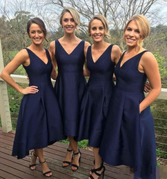 Wholesale custom bridesmaid dresses cheap pocket - 2017 Elegant Short Hi-Lo Bridesmaid Dresses With Pockets Navy Blue Cheap V-Neck Pleats Maid Of Honor Gowns Formal Wedding Guest Dress