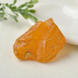 Cuir ambré en Ligne-Ambre Beeswax Ore Pendentif Bare Stone Chicken Oil Full Leather comprend un outil de meulage