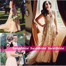 resort kleider ärmel Rabatt Reem Acra 2019 Resort inspiriert Champagner Brautkleider mit V-Ausschnitt bescheidenen Flügelärmeln Perlen eine Linie böhmischen Promi Brautkleider billig