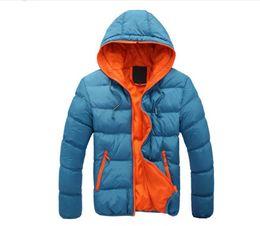 Vender chaqueta coreana online-Nuevos 2017 hombres del invierno del otoño superventas con la capa del casquillo del algodón versión coreana de la chaqueta de los hombres del algodón de la ropa de los hombres delgados abajo