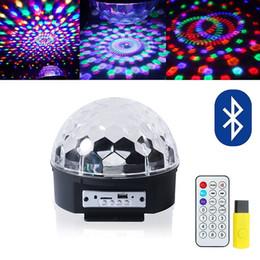 2019 bola de discoteca giratoria colores cambiantes DJ Stage Lights Efecto mágico Disco Strobe Stage Ball Light con control remoto Mp3 Play Xmas Party luces giratorias rebajas bola de discoteca giratoria