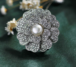 Wholesale Costumes China - Vintage Pearl Rhinestone Flower Brooch Pin Silver-plate Alloy Faux Diament Broach for bridal wedding costume party dress Pin gift 2016