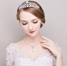 Wholesale Diamond Jewelery - Clear Crystal Tiaras Necklace Earrings Diamond Earrings Wedding Jewelery Sets Bride Bridesmaids Women Flower Design Crowns 2016 May Style