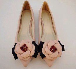 Spitzen zehen flachen mund schuhe online-Frühling süße Schuhe Marke Stil Frauen Casual Schuhe Kamelie Blumen gemischte Farben flachen Mund spitz flache Schuhe Dame einzigen Schuh 3color