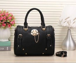 Wholesale Three Barrel - hot Luxury Women messenger bag Classic Style Fashion bags women bag Shoulder Bags Lady Totes handbags Speedy 32cm With Shoulder Strap, Dust