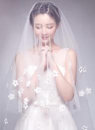 Pretty White Petal Long Cathedral Bridal Veil Floral Appliques Wedding Veils desde fabricantes