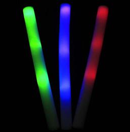 2019 électronique en mousse 50 pcs Mousse Glow-sticks NOUVEAU Colour Light Light Sticks Clignotant Électronique Jouets Lumineux Bar Décoration et Acclamations Jouet électronique en mousse pas cher