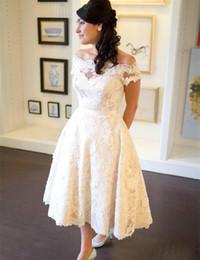 Off chá vestidos de casamento de comprimento on-line-1950's Vintage Chá Comprimento Vestido De Noiva Fora Do Ombro Manga Curta Cheia Do Laço Uma Linha Curto Vestidos De Noiva Tamanho Personalizado