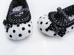 Wholesale Very Cute Boys - Wholesale- HHot sale Very Cute children's shoe white-black dot Baby Shoes White-black Soft sole baby shoe Girls Warm