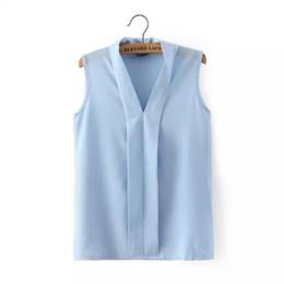 Футболки с низким вырезом онлайн-Женщины плюс размер V шеи летние блузки low cut рубашки без рукавов Blusas Femininas Европейский повседневная топы твердые tee