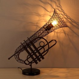 Wholesale loft retro saxophone lamp wrought iron wind industry Restaurant Cafe Creative personality decorative table lamp lighting