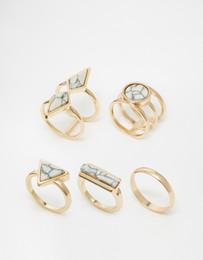 Ordem anéis banhados a ouro on-line-Venda quente Simples 18 K Banhado A Ouro Anéis Mulheres Moda Branco Turquesa Anéis Rodada / Triângulo / Coluna / Losango Anéis Pode Misturar o Tamanho Da Ordem 17.2 MM