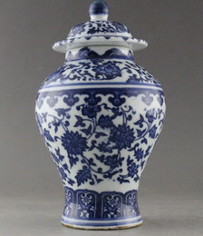 Wholesale Blue White Antique Porcelain - Antiques Very good China Hand Painted flower Blue and White Porcelain vase statue home decoration