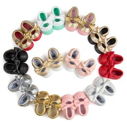 Wholesale Hollow Bow Shoes - Latest Golden Tassel Bow Shoes Princess Baby Moccasins Hollow out Design baby Girl First Walkers Newborn Shoes PU Leather Prewalkers