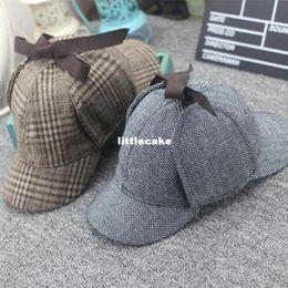 sombrero de vendedor de periódicos amarillo Rebajas VORON 2017 nueva alta calidad Cosplay Cap Detective Sherlock Holmes Deerstalker sombrero gris copas nuevos hombres mujeres boinas Cap