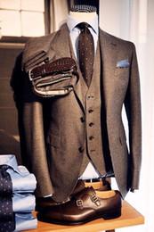 Mens maßgeschneiderte anzüge online-Custom Made Brauner Wolltweed Dreiteilige Smoking Britischer Stil Maßgeschneiderter Herrenanzug Slim Fit Blazer Hochzeitsanzug für Herren