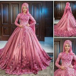 Lujosos vestidos de boda musulmanes online-Musulmanes de lujo hechos a mano de encaje de flores apliques Cuello alto Mangas largas Vestidos de novia de satén Elegantes vestidos de novia clásicos