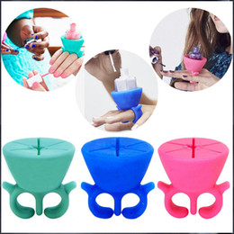 Wholesale Nail Polish Stand Wholesale - Soft Silicone Finger Wearable Nail Gel Polish Bottle Holder with ring Nail Art Tools Polish Varnish Bottle Display Stand Holder 12pcs
