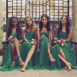 Vestidos de dama de honor de coral caliente sin tirantes online-Venta caliente Sin tirantes Una línea de gasa Vestidos de dama de honor Una Línea 2017 Nueva boda temática de verano Vestidos de dama de honor Vestidos de fiesta de noche