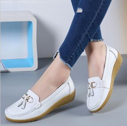 Wholesale female footwear - New Women Real Leather Shoes Moccasins Mother Loafers Soft Leisure Flats Female Driving Casual Footwear Size 35-41 G973