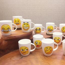 2019 amateurs de céramique Emoji Creative Smile Tasse Mignon Dessin Animé Expression En Céramique Café Amateurs Bureau De Lait Pour Boire Un Verre D'eau TOP1990 amateurs de céramique pas cher