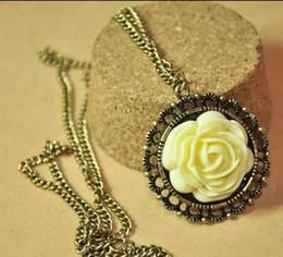 Wholesale Red Rose Palace - Korea hot retro palace Yellow Rose Necklace