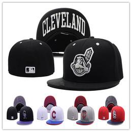 Дешевые индийцы установлены шляпы бейсболка плоская-brim Hat размер команды бейсболка индийцы классический ретро мода от Поставщики подогнанные размеры бейсболок