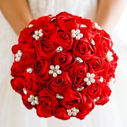 rose rosse rosse Sconti Jane Vini 2018 Bouquet da sposa in cristallo rosso con perle Perline Sposa spilla Bouquet Rose in raso Fiori nuziali romantici Buque De Noiva