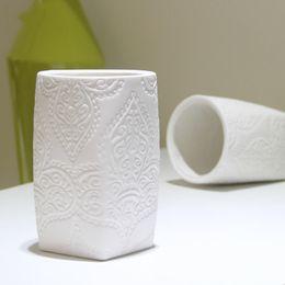 Wholesale Modern Decoration White Vase - White ceramic vase modern minimalist bedroom lampshade desktop penholder living room floral creative home decoration Decoratio 3N012