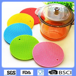 Wholesale Silicone Anti Slip Pad - Wholesale-1 PC circular honeycomb multifunction desktop silicone insulation pad anti-slip mat anti-scalding heat mat bowls potholder