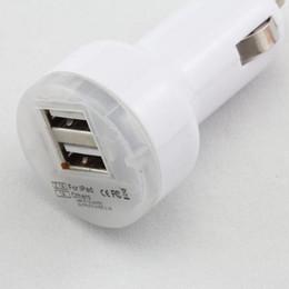 Carregador de carro dual usb branco on-line-Dual USB Car Charger Melhor Qualidade para Celular MP3 2A Branco Black Car Charger 100pcs / up