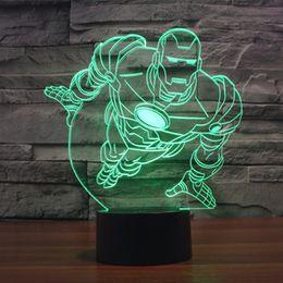 Frete Grátis 7 Mudança de cor Voando HOMEM de FERRO 3D Plástico LEVOU Luz Da Noite com carregador USB candeeiro de mesa para crianças presente do bebê de Fornecedores de cor mudar a luz da noite do bebê