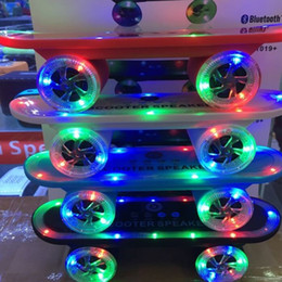2019 беспроводной громкоговоритель bluetooth Скутер Bluetooth динамик мини скейтборд с LED свет беспроводной стерео аудио плеер переносной громкой связи FM супер бас Xmas подарок дешево беспроводной громкоговоритель bluetooth