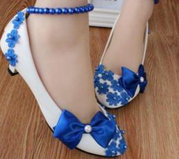 Fiocco blu stile Han in edizione low con le scarpe da damigella di grandi dimensioni perline Le foto di nozze mostrano le donne della damigella d'onore @ 36 da