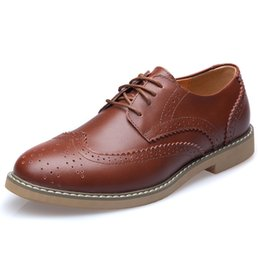 Wholesale Vintage Brogues - Elegant Stylish Quality Vintage Leather Brogues Shoes Sneakers Mens Casual Shoes Flats British Style With Sewing Threads Lace Up Trendy 2016
