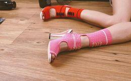 2019 botas abertas para os tornozelos 2017 Listrado Trecho de Malha Ankle Boots Mulheres Open Toe Bordado Chunky Sapatos de salto alto Sapatos de Runway Mulher Recortes Meia Botas de Verão desconto botas abertas para os tornozelos