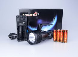 Wholesale Trustfire Cree Battery - Waterproof TrustFire DF-009 1600LM CREE XH-P70 LED Diving Flashlight Underwater Using Torch Including 18650 battery charger