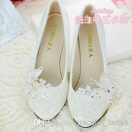 2014 Ivoire Chaussures De Mariage En Dentelle Fleur 3D Papillon À La Main Chaussures De Mariée Accessoires De Mariée Perlage Chaussures De Mariage Femmes Plate-Forme De Sandale ? partir de fabricateur