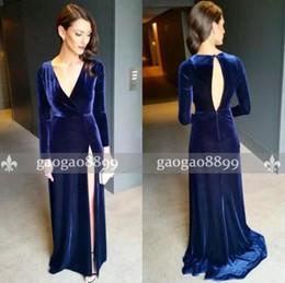 Robes de soirée en velours en Ligne-2019 Nouvelle arrivée Royal Blue Velvet gaine robes de soirée col V profond à manches longues fendus Robes de bal Longueur étage sexy dos ouvert