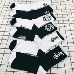 Wholesale Hip Socks - Wholesale Stu Stock Crew Socks Fashion Brand Hip Hop Women Men's Sockings Black White Sockings Letter Sports Socks Athletes Leg Stockings
