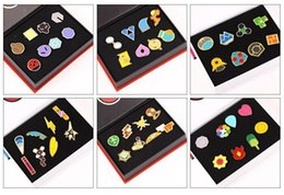 Wholesale Mini Emblem - Pocket Monster Brooch Museum Emblem Metal Action Anime Cartoon Sbreastpin Box Packed Broochs Children Gift Collection Of Articles 28an H1